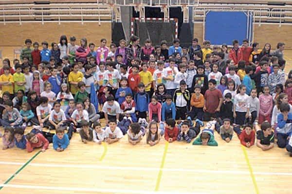 El minihandball reunió a 230 escolares en el polideportivo Tierra Estella