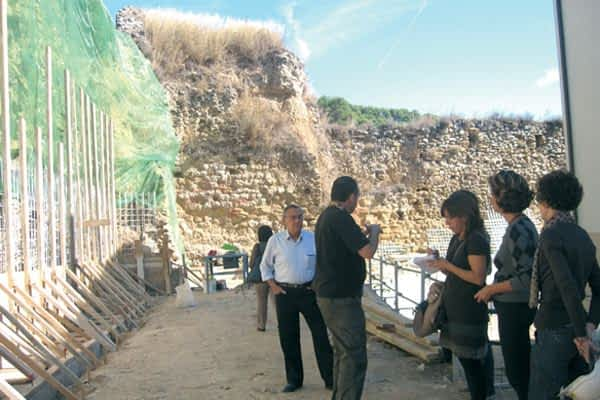 Un muro de arena y cal consolidará la muralla de San Miguel