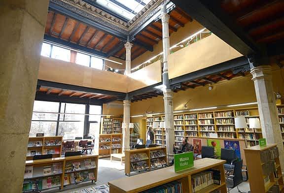 La biblioteca estrenará libros con la ayuda de 12.000 euros del Ayuntamiento