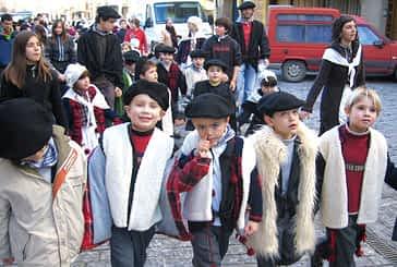 Los niños cantaron a Santa Águeda