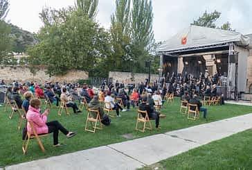 La Banda consiguió interpretar dos obras y media  antes de que la lluvia suspendiera el concierto