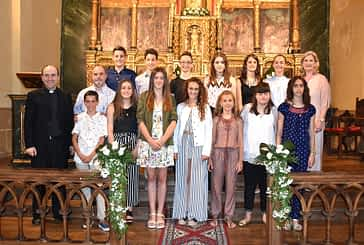 Trece jóvenes se confirmaron en la parroquia de Villanueva