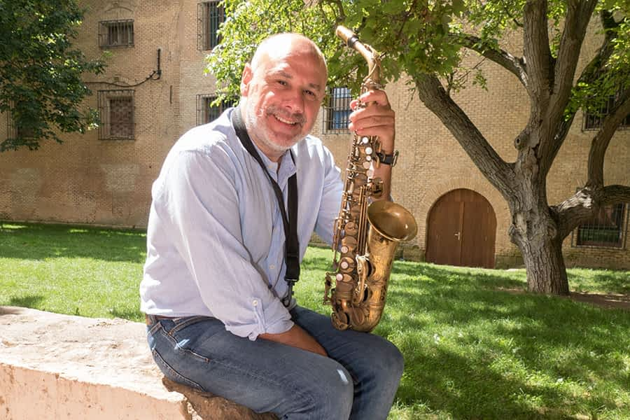 """PRIMER PLANO – Mikel Andueza, saxofonista – """"Mi metodología musical parte de la importancia de la tradición del jazz"""""""
