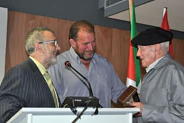 Joxe Ulibarrena recibe el XII Premio Manuel de Irujo