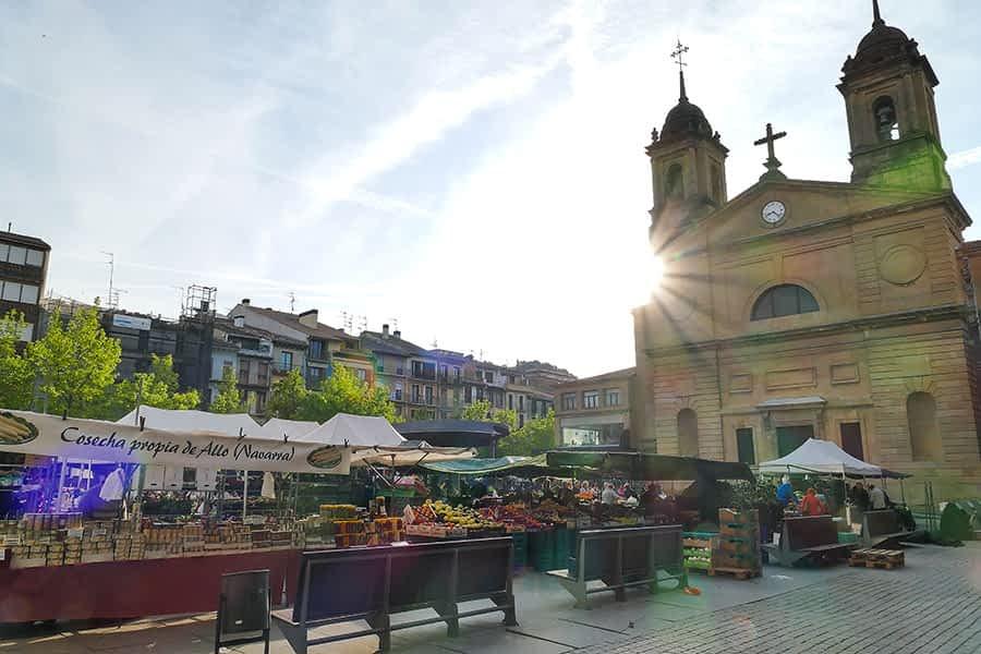 El segundo sábado de mes, día de mercado para el producto local