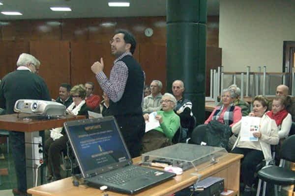Óptica Lizarra ofreció una charla sobre salud visual y auditiva en Estella