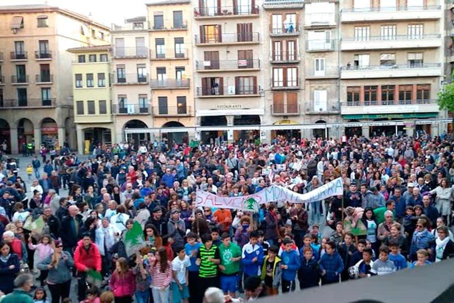 Miles de personas se manifestaron en Estella en contra de la planta de lodos