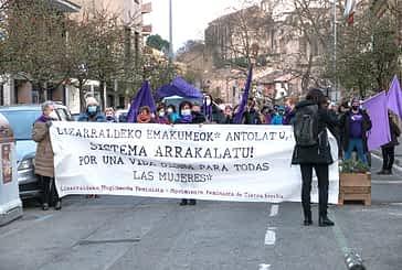 Distancia y reivindicación en la manifestación del 8-M en Estella