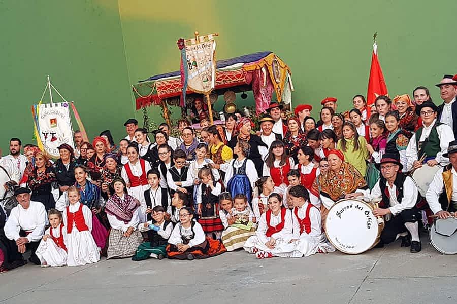 El grupo de danzas Virgen del Puy-San Andrés actuó como invitado en Hospital de Órbigo