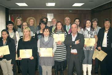 Catorce mujeres terminan su formación como cuidadoras profesionales