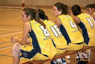 Victoria para las chicas y derrota para los sénior en el estreno de liga