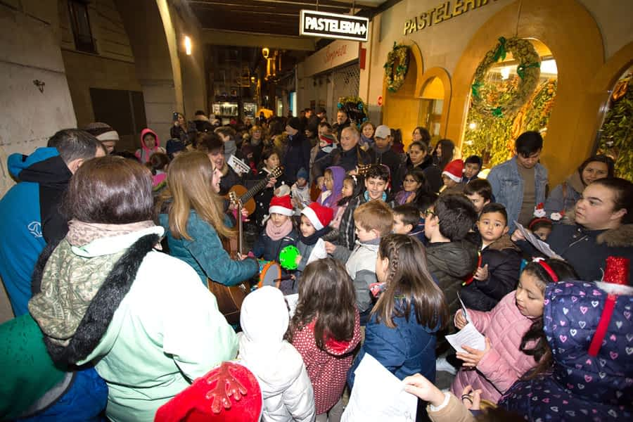 La ronda de Villancicos anunció la llegada de  la Navidad