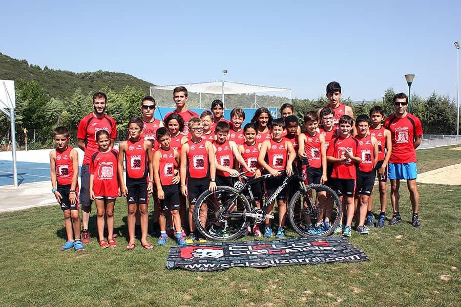 Presentación del club de triatlón Tri Ur Gazia en el ecuador de la temporada