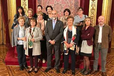 El consejero de Salud, Fernando Domínguez, recibió al grupo de Voluntariado del Hospital de Estella en el Palacio de Navarra