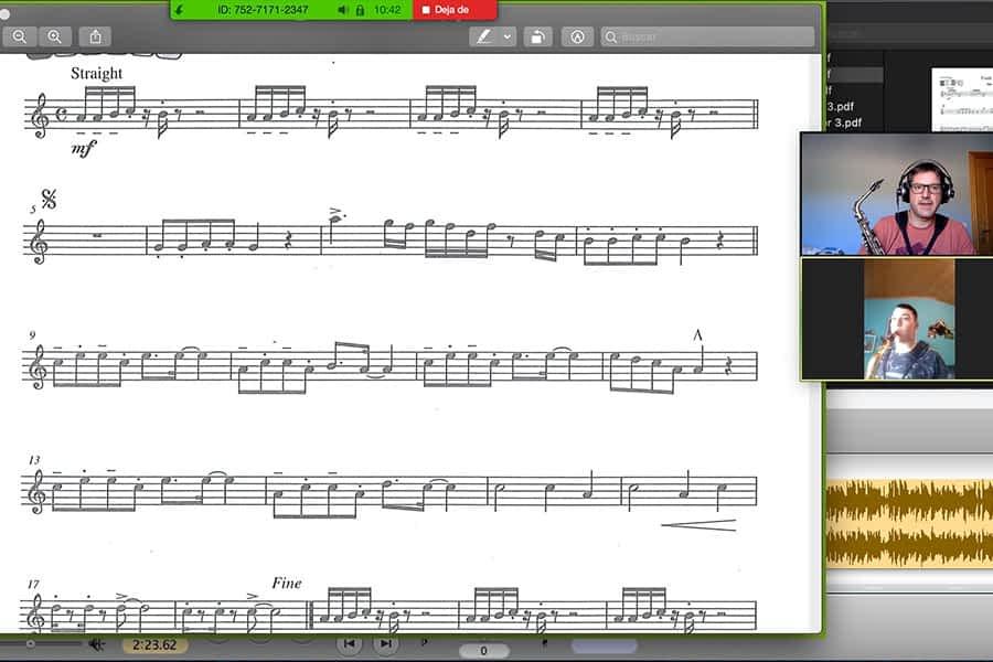 Notas musicales que traspasan pantallas
