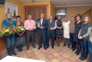 Ángel Ustárroz, en representación de Laseme, recogió el 'Estellés del año'