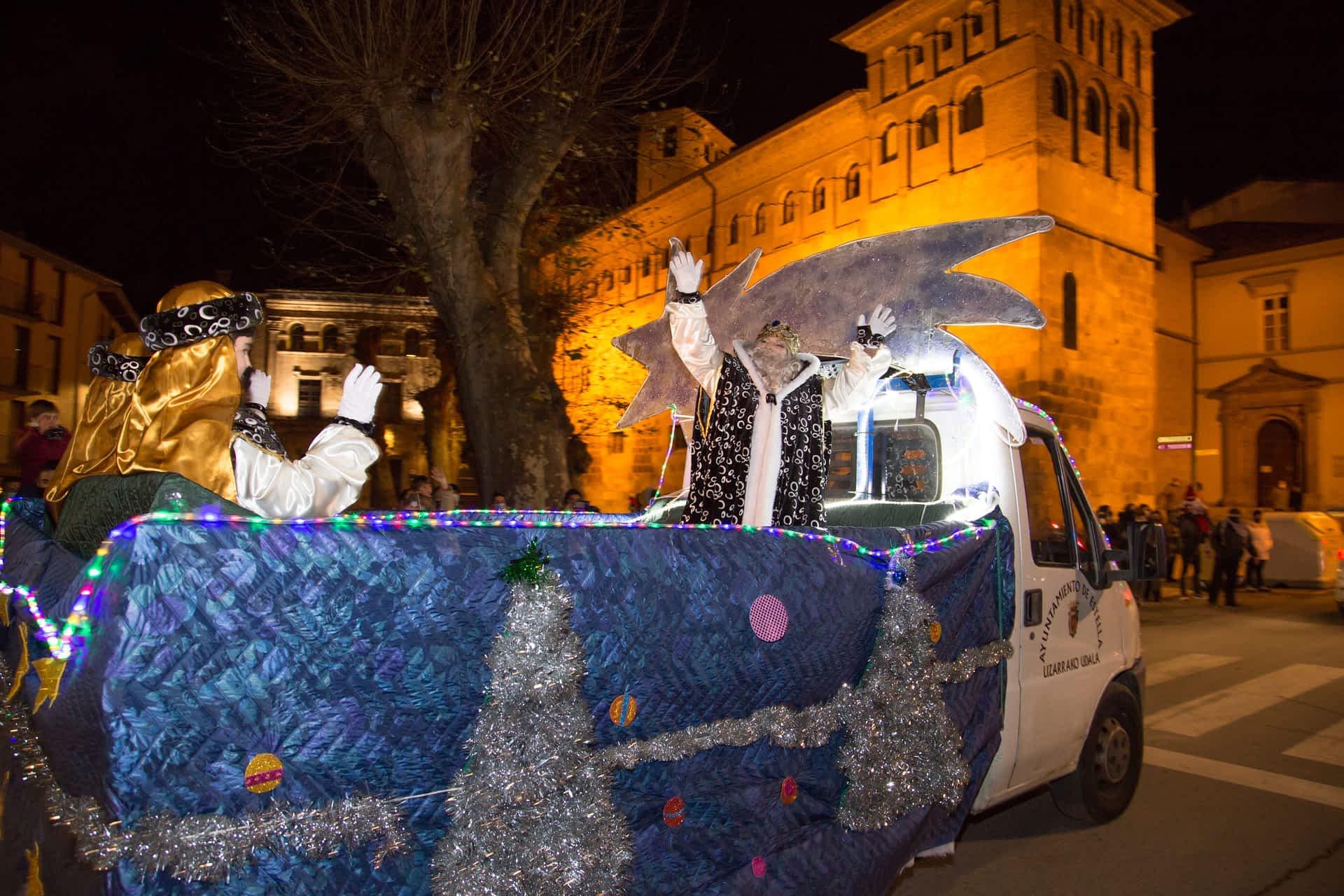 Sencillez, compromiso e ilusión en la cabalgata de Reyes de Estella