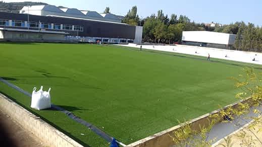 El campo de fútbol San Ginés, a punto de estrenar hierba artificial