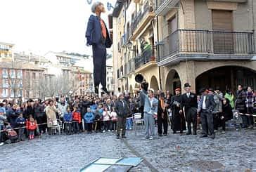 La tradición del Judas recorrió por quinto año las calles de Estella