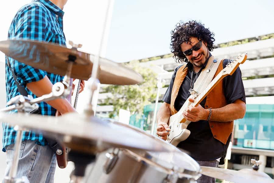 Navarra Suma propone conciertos en las plazas para ayudar a la hostelería del centro