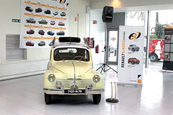 El concesionario Renault Unsain de Pamplona celebró los 60 años de Renault con una exposición de clásicos
