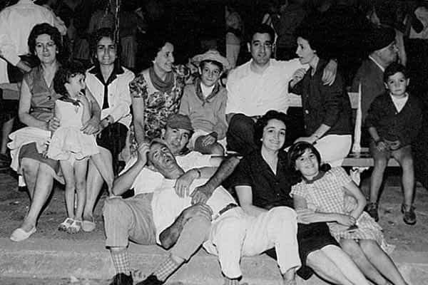 Calle Mayor recoge fotos antiguas de  las fiestas de Estella