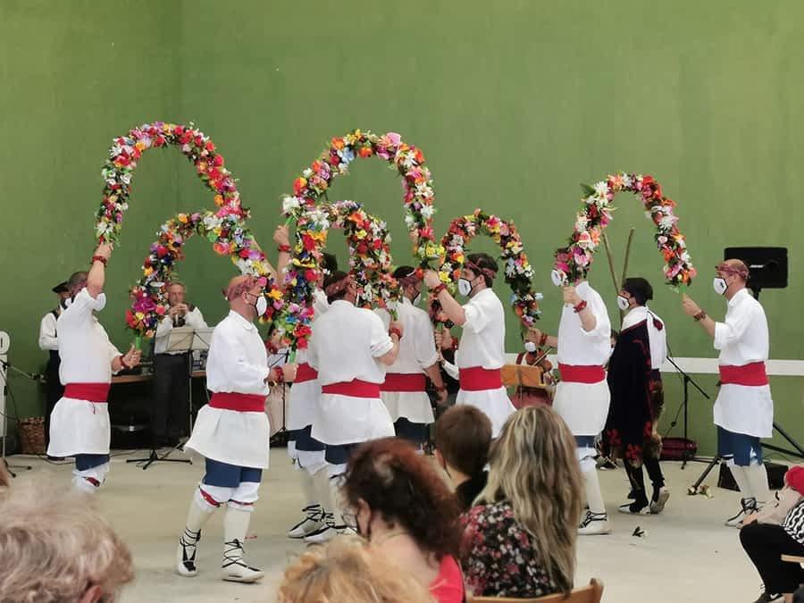 1.600 personas secundan la iniciativa 'De románico,  danza y vino'