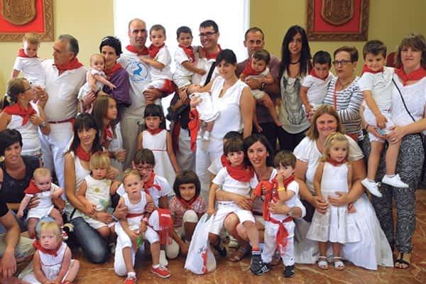 Murieta homenajeó por primera vez a los nuevos niños del pueblo