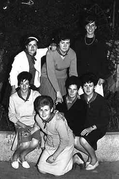 24. 1963. Conchi, Carmen, Mª José, Mª Cruz, Angelines, Isabel y Mª Carmen.