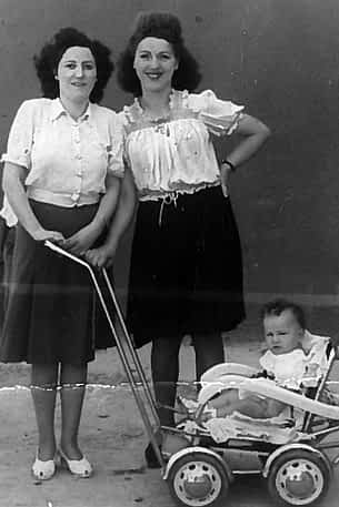 31. 1945. Pedro Maestu, Irene Moreno y Aurelia Moreno.