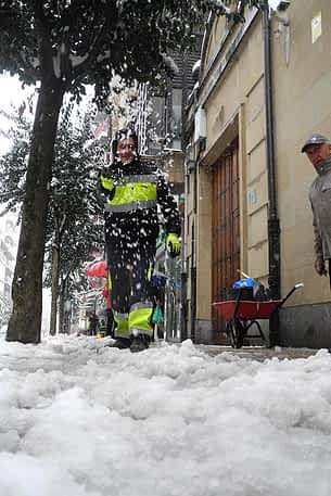 630-7b-la-nieve-paralizo-estella