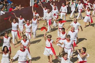 larraiza-50-aniversario-con-homenaje-a-la-jota-vieja-calle-mayor-22