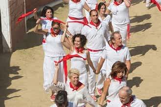 larraiza-50-aniversario-con-homenaje-a-la-jota-vieja-calle-mayor-23