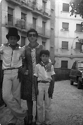 34. 1979. Mª Carmen con Javier y Jesús Muñoz