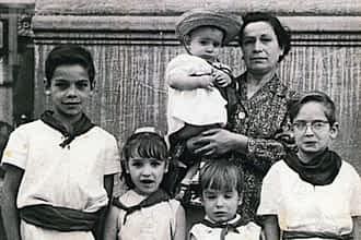 Década de los 60. Gloria Lacarra y sus hijos, de mayor a menor: Andrés, Daniel, Mª del Mar, Carlos y Tito.