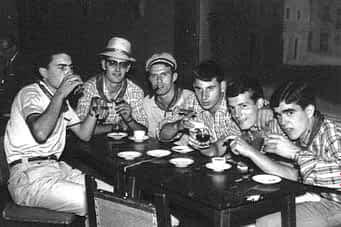 01. 1969. 'Casta ayeguina'. De izda. a dcha. Patxi Lage, Agustín Ganuza, Ángel Mª Araiz, Isidro López, 'Pochin' Hermoso de Mendoza y Jesús Hermoso de Mendoza en el Florida.