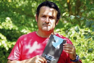 """PRIMER PLANO -  Koldo Azkune - """"Mucha gente tiene la capacidad de escribir,  pero no es consciente de ello"""""""