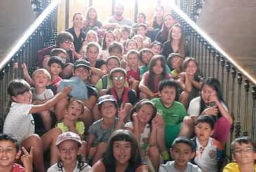 Una visita institucional de la ludoteca de verano