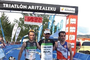 Raúl Amatriain y Estefanía Gómez ganan el Medio Ironman de Aritzaleku
