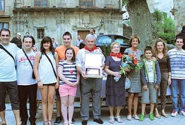 Homenaje a casi medio siglo de dedicación