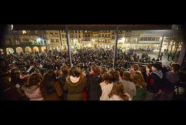 Los villancicos llenaron de espíritu navideño las calles de Estella
