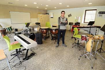 """PRIMER PLANO - Javier Martínez - Director de la escuela de música Julián Romano - """"La música es una parte fundamental de la educación"""""""
