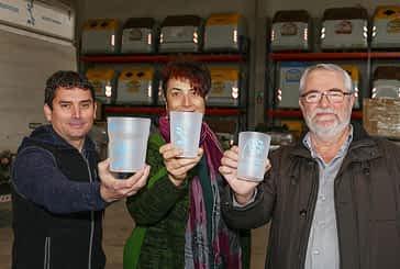 Vasos reutilizables para fomentar el reciclaje y la salud
