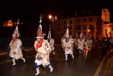 Los personajes del Carnaval Rural animaron las calles de Estella