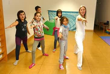 """PRIMER PLANO - Loreto Jordana - Profesora de Yoga - """"Compartir la práctica con niños es un placer y un aprendizaje continuo"""""""