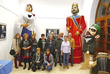 Una exposición rinde homenaje a la comparsa de gigantes y cabezudos