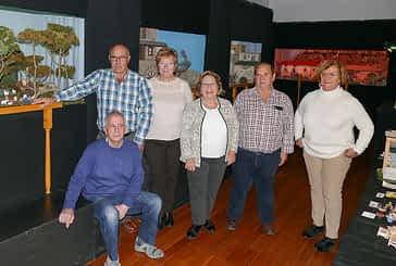 Los belenistas muestran las creaciones de su décima exposición