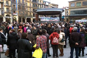 Manifestación en contra del traslado de actividad de los laboratorios del Hospital García Orcoyen a Pamplona
