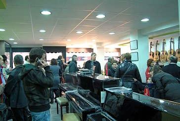 Urko Musical celebra la renovación de su establecimiento