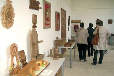 La talla de madera protagoniza la nueva muestra de la casa de cultura.